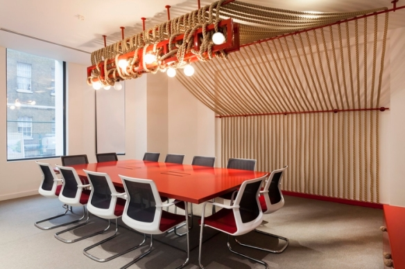 office-space-in-town-monument-office-design-1-700x467