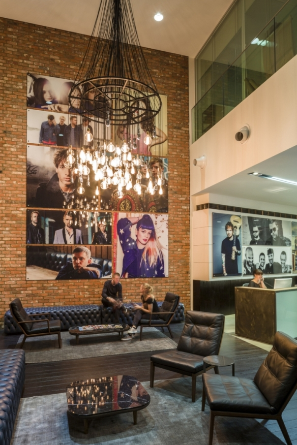 warner-music-office-design-5-700x1050